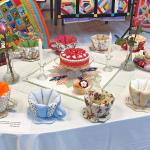 Tohtoročný cechový projekt - patchworkové šálky a koláčiky, z ktorých sa nepriberá.