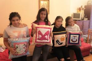 Dievčatá s vankúšikmi
